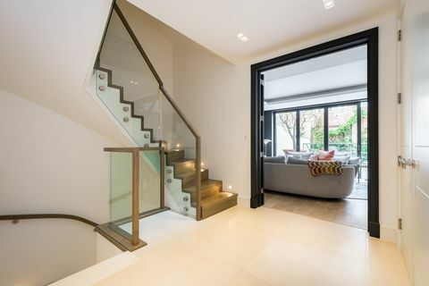 31 Trg Rainsborough - London - hodnik - John D Wood & Co